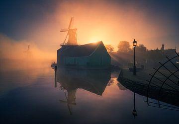 Mistige zonsopkomst Zaanse Schans van Albert Dros