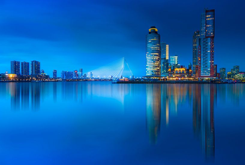 Rotterdam skyline at blue hour ... van Marcos Dijkos