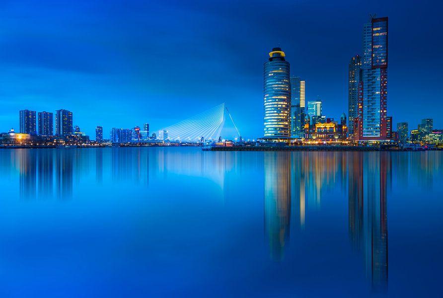 Rotterdam skyline at blue hour ... van Marco van Dijk