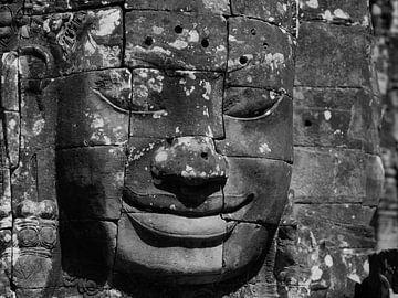Kunstwerk des lachenden Königs Bayon-Tempel in Siem Reap von Maurits van Hout