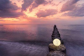 La lune sur la jetée le soir sur CherriX_OutisdE