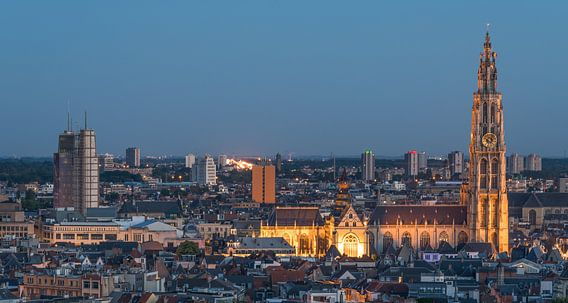 Het stadsgezicht van Antwerpen in de avond (Panorama) van MS Fotografie