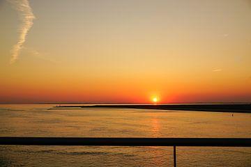Gouden zonsondergang van Lili's Photography