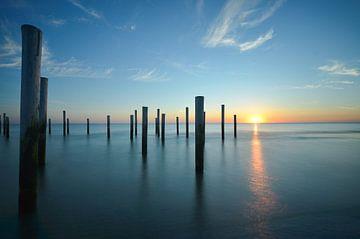 Petten am Meer - Sonnenuntergang im Aaldorf von Martin Jansen