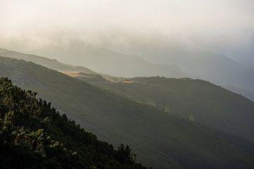 Berglandschaft von Madeira Portugal. von Robin van Maanen