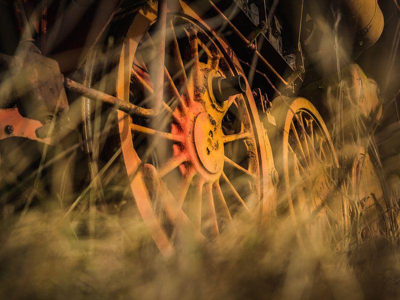 Roestige wielen van Martzen Fotografie