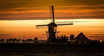 Dutch windmill at sunset  van Brandon Lee Bouwman