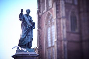 Standbeeld Grote markt Haarlem van Karel Ham