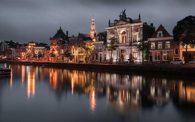 Haarlem: het Spaarne by night. van Olaf Kramer