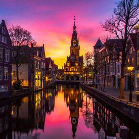 Waagtoren in Alkmaar bij zonsondergang van Dennis Dieleman