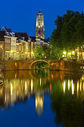 Domtoren gezien met de Zandbrug en Oudegracht vanaf de Vecht te Utrecht