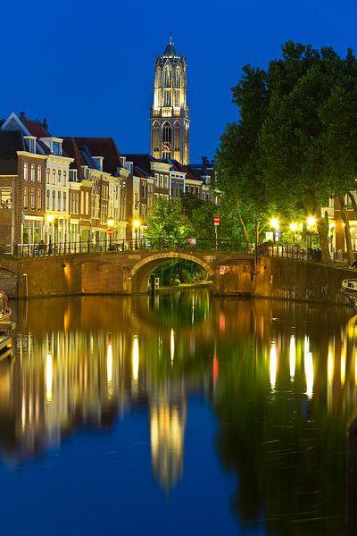 Domtoren gezien met de Zandbrug en Oudegracht vanaf de Vecht te Utrecht van Anton de Zeeuw