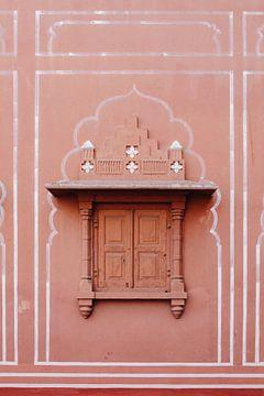 Fenster mit Lukenarchitektur in Jaipur, Indien | Reisefotografie von Lotte van Alderen