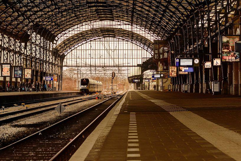 Perron 3a, trein station Haarlem, Nederland van Yvon van der Wijk