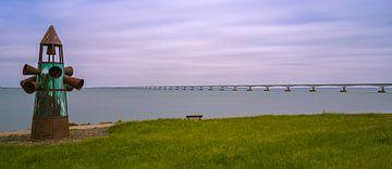 Das Denkmal und die Zeelandbrücke, Niederlande von Henk Meijer Photography