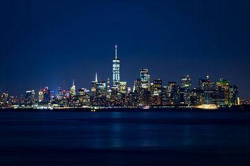 Manhattan Skyline in the twilight van Ruth Klapproth
