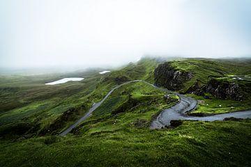Neblige Hügelansichten von Ken Costers