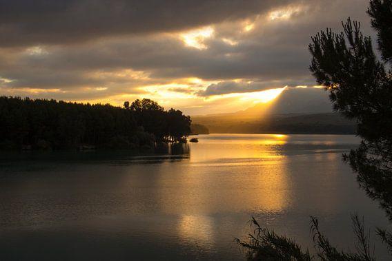Sunrise Lake van Cornelis (Cees) Cornelissen