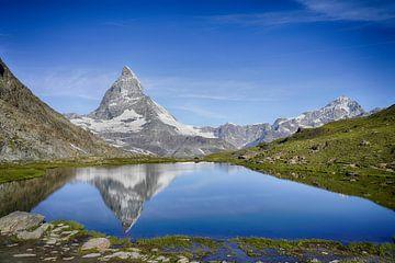 Matterhorn mit Reflektion (Schweiz) von Gerard Van Delft