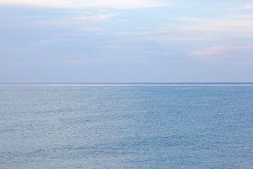Bleu sans fin... Photo abstraite de la mer et du ciel bleus en Jamaïque.