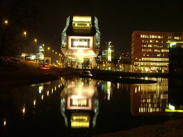 ING House reflecteert in het Nieuwe Meer van Dirk Fotografie