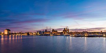La ville hanséatique de Stralsund en soirée sur Werner Dieterich