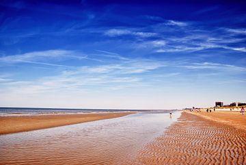 Strand zwischen Koksijde und Oostduinkerke an einem schönen Tag von Manuel Declerck