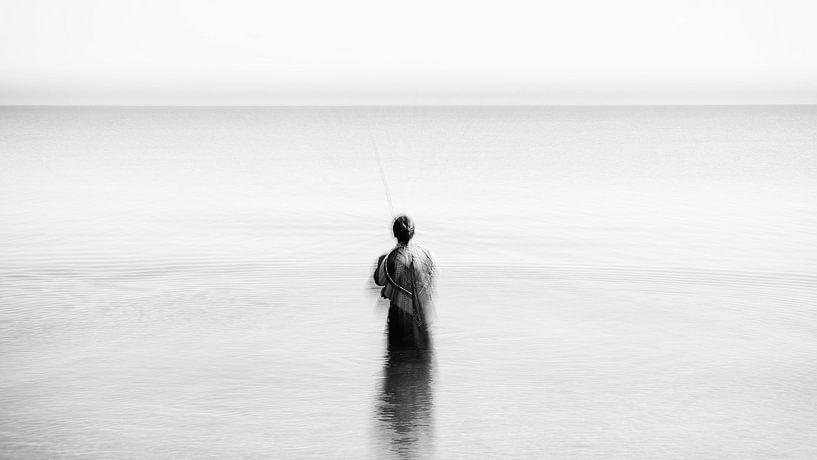 Kunstvoller Angler im Meer von Heiko Westphalen