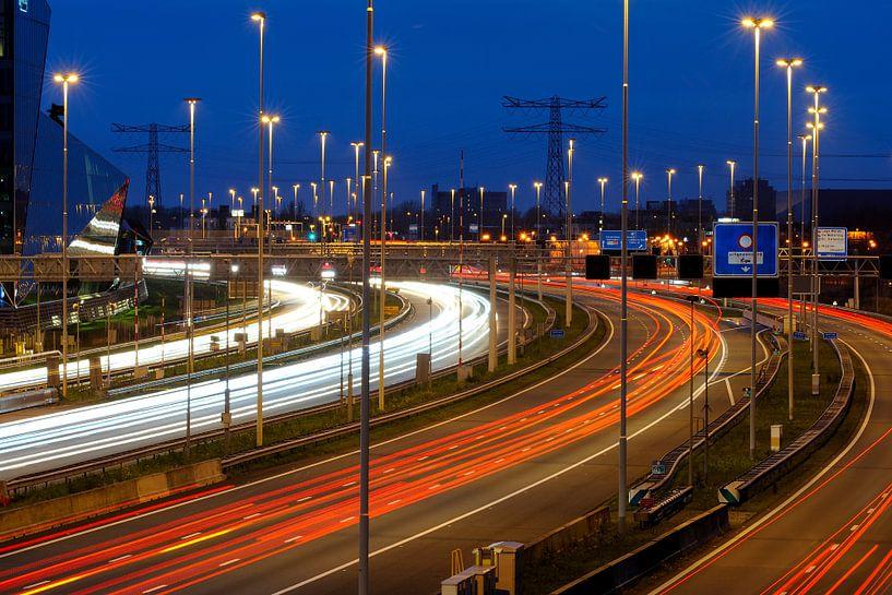 Snelweg A2 ter hoogte van Terwijde / De Wetering bij Leidsche Rijn in Utrecht van Donker Utrecht