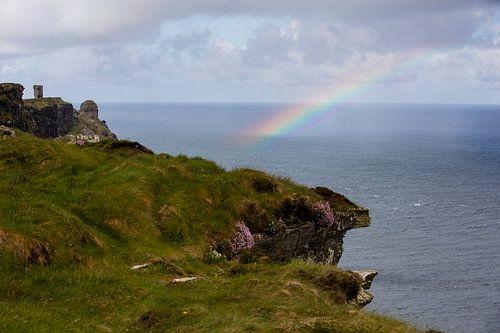 Moher Tower mit Regenbogen von