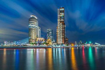 Manhattan aan de Maas. Kop van Zuid bij avond.  van Marco Faasse