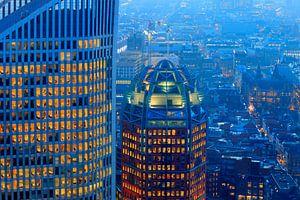 skyline van Den Haag bij avond