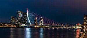 Feyenoord projectie op 'De Rotterdam' panorama van