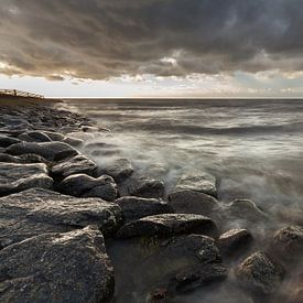Harde wind bij het IJsselmeer van Ron Buist