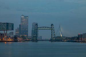 De Hef in Rotterdam tijdens het blauw uurtje