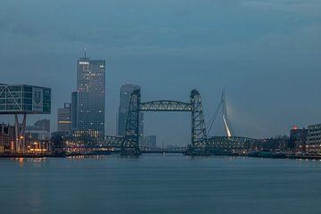 De Hef in Rotterdam tijdens het blauw uurtje van