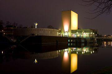 Groninger Museum in der Nacht (Niederlande) von Sandra de Heij