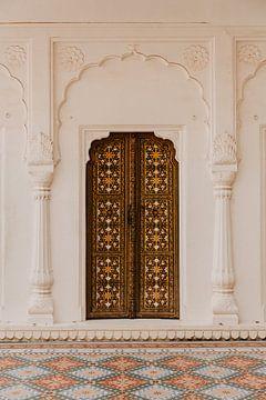Tür in Palast, Festung in Indien | Reisefotografie | Pastell | Bunt | Druck von Yvette Baur