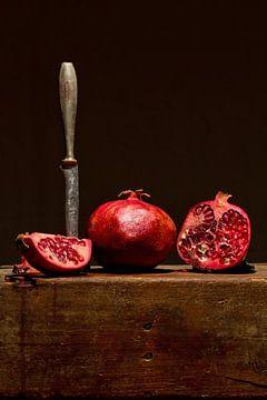 Granatapfel mit Messer von Gerhard Albicker