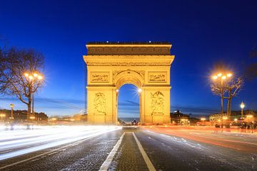 L'Arc de Triomphe : l'heure bleue avec le trafic sur Dennis van de Water