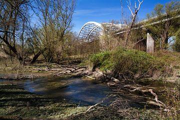 De Van Brienenoordbrug gezien vanaf  het eiland van Brienenoord van Peter de Kievith Fotografie