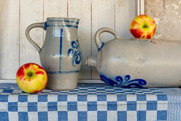 stilleven met fruit en keulse potten van Jeannette Kliebisch