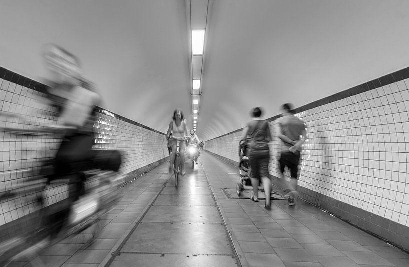 Mouvement urbain, Sint Annatunnel à Antwerpen sur MS Fotografie | Marc van der Stelt
