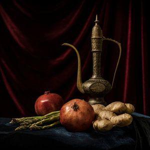 Granatäpfel mit arabischem Teekannen-Stilleben