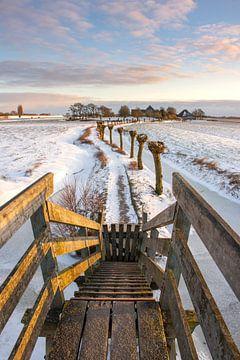 Houten trappetje de Kakelepost in Schagen in de winter.