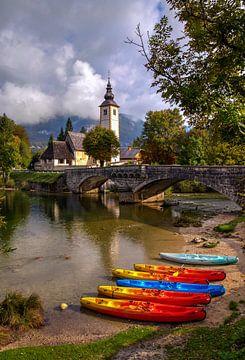 Kerk aan het meer van Bohinj, Slovenië van Adelheid Smitt