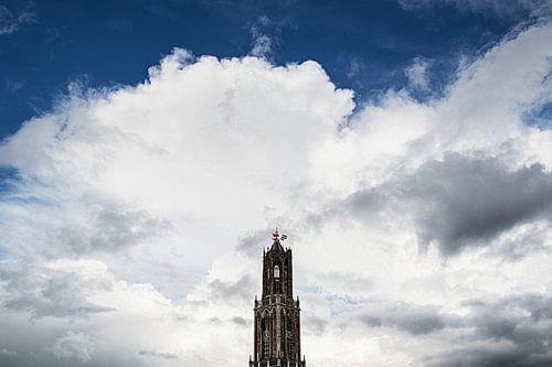 De Domtoren  in Utrecht tijdens Koningsdag 2016. van Margreet van Beusichem