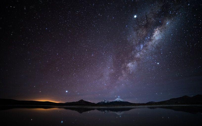Melkweg boven meer van Lennart Verheuvel
