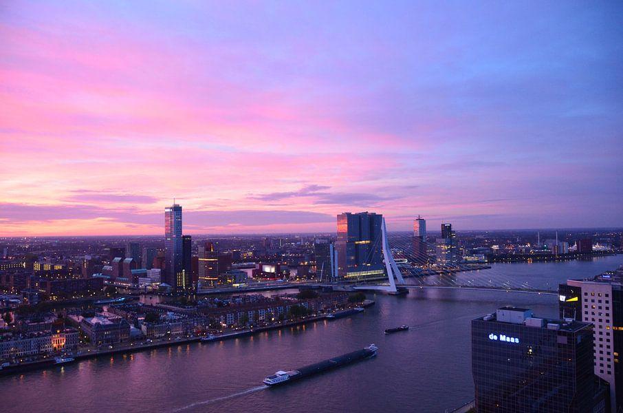 Rotterdam in de vroege ochtend van Marcel van Duinen