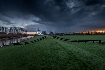Schöner Himmel über der Mühle der Schmetterling, Perle der Betuwe von Moetwil en van Dijk - Fotografie